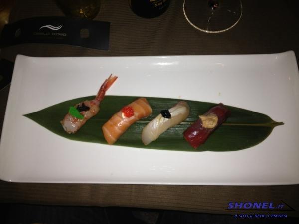 Mix di sushi scottati alla fiamma in soia speziata